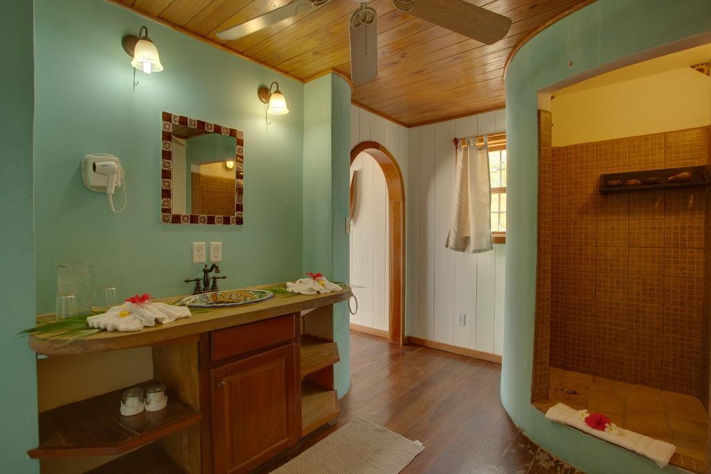 portofino-cabana-bathroom