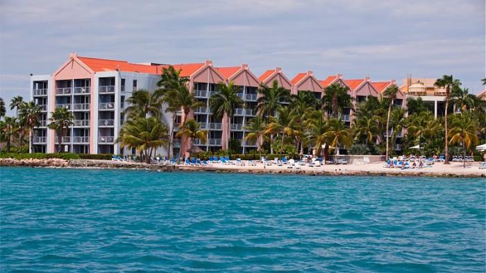 Aruba_Renaissance_frontview