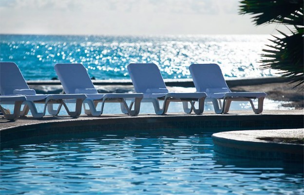 Aruba_Rennaissance_zwembad